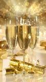 Vetri di champagne e dei regali per i nuovi anni Fotografie Stock