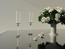 Vetri di Champagne e fiori bianchi Fotografia Stock Libera da Diritti
