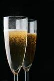 Vetri di champagne sopra il nero Fotografie Stock