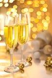 Vetri di Champagne sulla notte di Natale Fotografia Stock Libera da Diritti