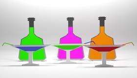 Vetri di cocktail con le bottiglie Fotografie Stock