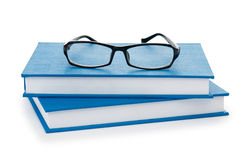 Vetri di lettura con i libri Fotografia Stock Libera da Diritti