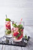 Vetri di limonata con le fragole Fotografia Stock Libera da Diritti