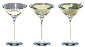 Vetri di Martini con le olive verdi Fotografie Stock Libere da Diritti