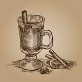 Vetri di schizzo con vin brulé Bastoni di cannella e dell'arancio royalty illustrazione gratis