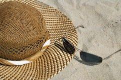 Vetri di sole e del cappello Fotografie Stock