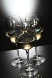 Vetri di vino bianco Fotografia Stock