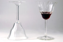Vetri di vino con vino rosso Fotografie Stock