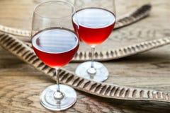 Vetri di vino rosato Immagini Stock