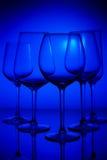 Vetri di vino sul blu Immagini Stock Libere da Diritti
