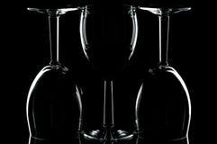 Vetri di vino sul nero Fotografia Stock