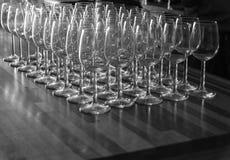Vetri di vino in una fila fotografia stock