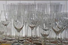 Vetri di vino di varie forme e dimensioni immagine stock libera da diritti