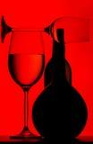Vetri e bottiglia proiettati Fotografie Stock