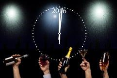 Vetri e bottiglie che sono alzati per il nuovo anno 2016 Fotografie Stock Libere da Diritti