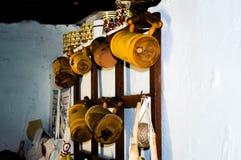 Vetri e brocche di birra di legno Fotografie Stock Libere da Diritti