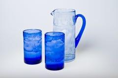 Vetri e vaso blu Immagine Stock