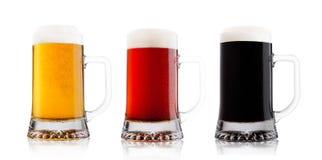 Vetri a freddo della birra di malto della lager e della birra rossa con rugiada Immagini Stock