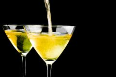 Vetri pieni di champagne e di uno che sono riempiti Immagini Stock Libere da Diritti