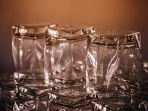 Vetri vuoti del whiskey in ristorante Fotografia Stock