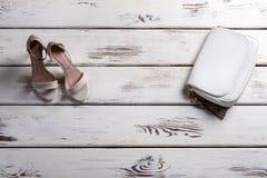 Vetrina con calzature e la borsa Immagine Stock