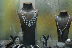 Vetrina con gioielli di lusso, negozio di gioielli immagini stock