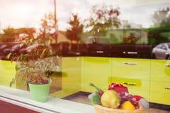 Vetrina del negozio di mobili Interiore della cucina moderna Progettazione Immagini Stock Libere da Diritti