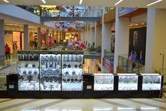 Vetrina di Swarovski nel centro commerciale Fotografia Stock