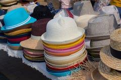 Vetrina varia dei cappelli di modo Immagine Stock Libera da Diritti