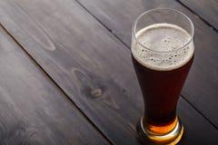 Vetro alto di birra inglese ambrata Fotografie Stock