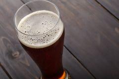 Vetro alto di birra inglese ambrata Fotografia Stock