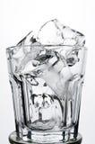 Vetro antiquato vuoto con il concetto della bevanda di rappresentazione del ghiaccio Immagine Stock