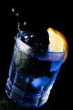 Vetro blu con il limone Fotografia Stock