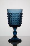 Vetro blu vuoto su fondo bianco Fotografia Stock