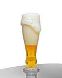 Vetro con birra e gomma piuma Fotografia Stock