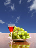 Vetro con vino rosso fotografie stock libere da diritti