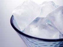 Vetro dei cubi di ghiaccio immagini stock
