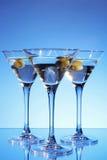 Vetro del Martini con oliva all'interno Fotografia Stock Libera da Diritti