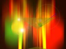 Vetro del Martini con oliva davanti agli indicatori luminosi al neon Immagini Stock Libere da Diritti