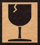 vetro del simbolo fragile su cartone Fotografia Stock