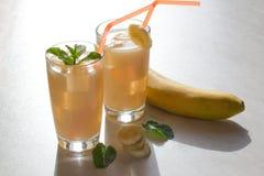 Vetro del succo della banana Fotografie Stock Libere da Diritti