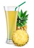 Vetro del succo di ananas con frutta isolata su bianco immagine stock