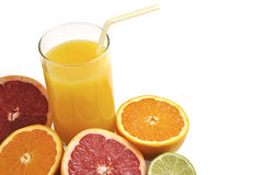Vetro del succo di arancia con la frutta fresca. Immagine Stock