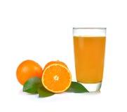 Vetro del succo di arancia su priorità bassa bianca Immagine Stock Libera da Diritti