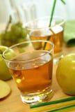 vetro del succo di mele fotografia stock
