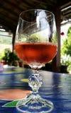 Vetro del vino di Rosa fotografie stock libere da diritti