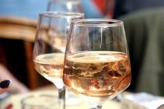 Vetro del vino di Rosa Fotografia Stock
