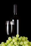 Vetro del vino rosso sul nero Fotografia Stock Libera da Diritti