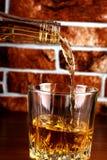 Vetro del whiskey sul mattone Fotografia Stock