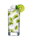 Vetro della bevanda fredda del kiwi con ghiaccio isolato su bianco Fotografia Stock